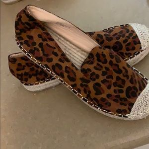 Women's leapord slip on shoes